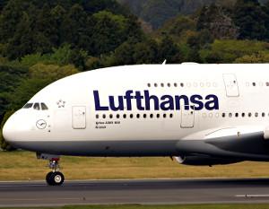 lufthansa-stewardess